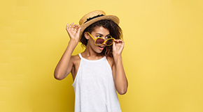 model with glasses and a straw hat